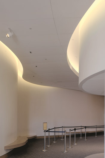 Acoustically isolated walls and ceilings enhance sound quality, minimize background noise, increase the ability to concentrate, and improve speech intelligibility.