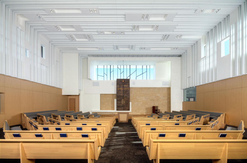 Photo of the ceiling at the Temple B'nai Israel.
