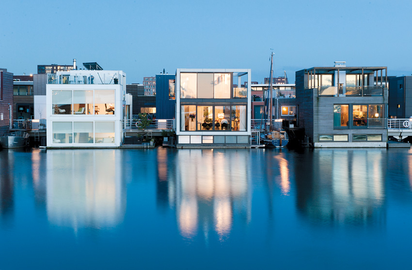 The floating houses designed by Waterstudio.