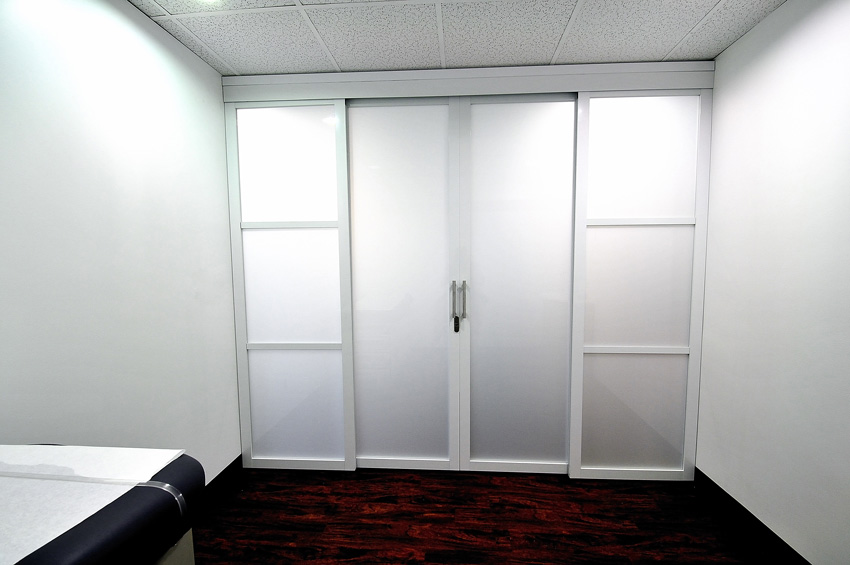 This photo shows fixed glass panels with a double swing door.