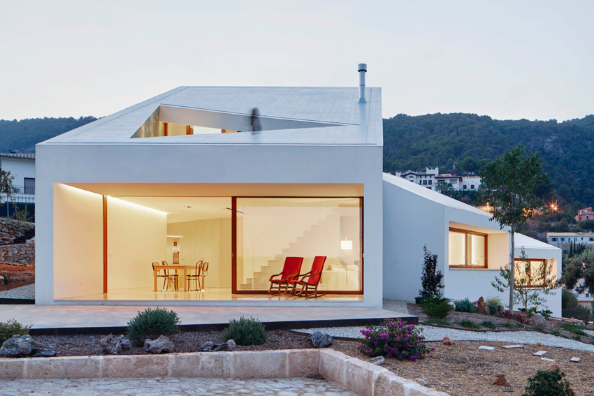 Ceramic tile was used to meet Passive Haus guidelines in this award-winning home in Spain.