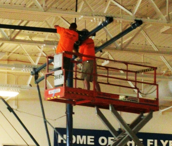 Gymnasium equipment that rises and lowers with the help of winches eliminates the need for the use of hyraulic lifts.