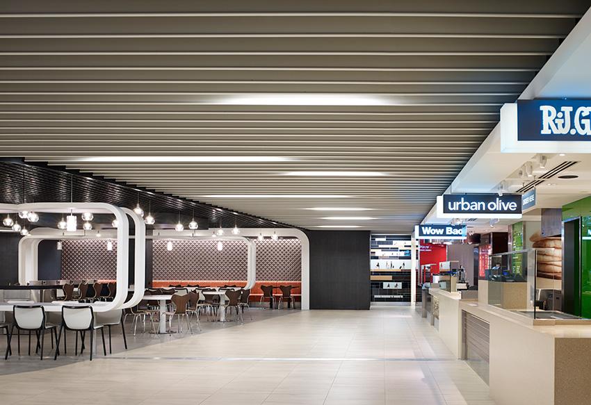 Interior photo of O'Hare International Airport Terminal 5.
