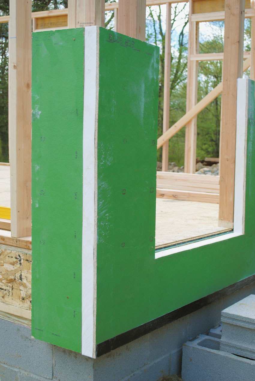 Corner of a building using single-panel sheathing systems with a layer of continuous foam insulation