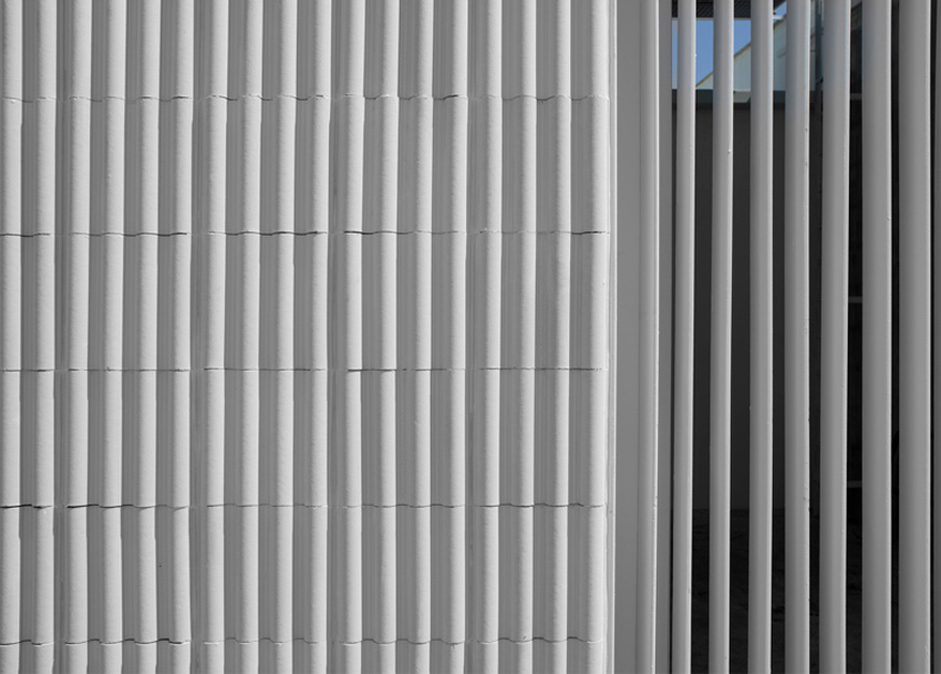 """Shown is a closeup of a ceramic exterior panel from the Spanish """"lattice house"""" designed by Emiliano López & Mónica Rivara Architects."""
