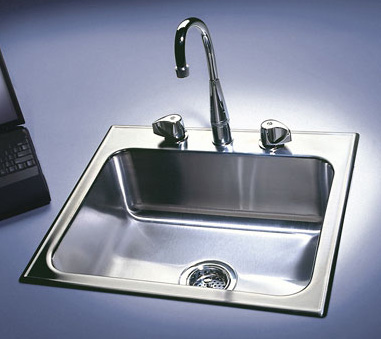 Stainless Steel Sinks Show Their Metal