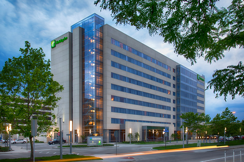 Kaczmer Architects used lightweight precast concrete wall systems for The Holiday Inn Hotel at the Cleveland Clinic