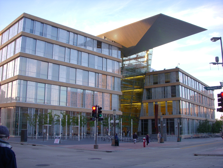 Picture of Minneapolis Central Library.